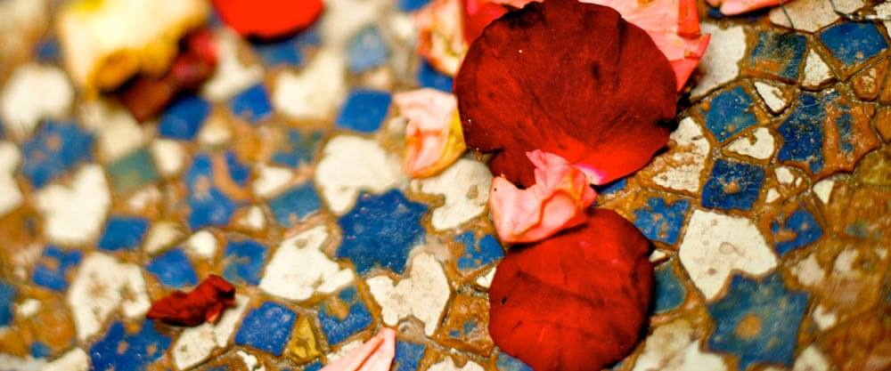 red-petal-blue-tile-standard