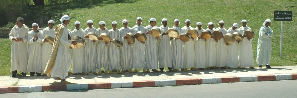 ifrane-drummers-on-street-may-day-parade-060501